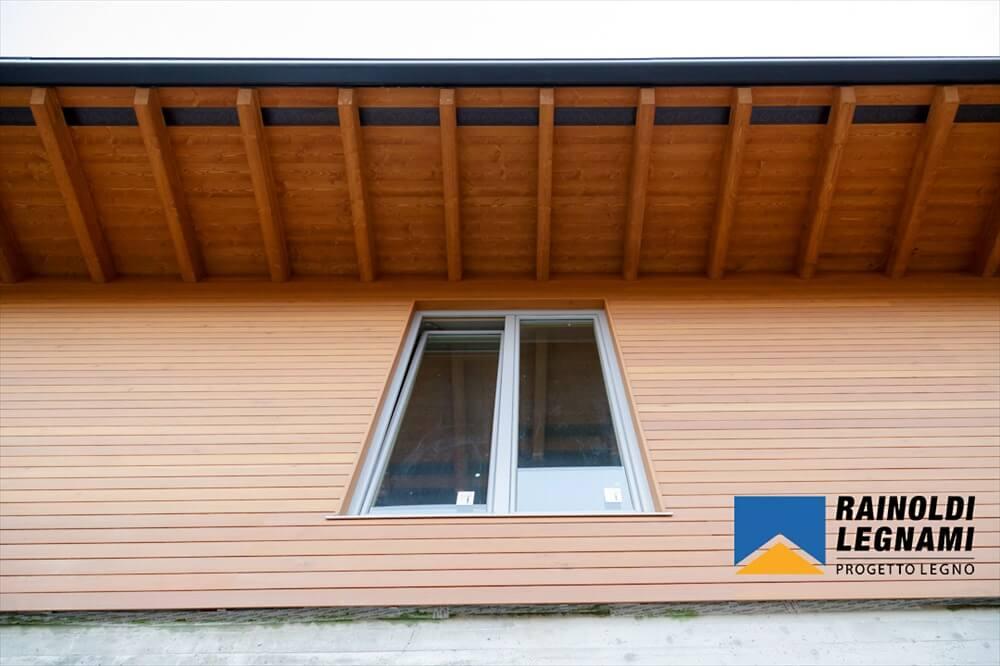 Rivestimento Casa In Legno : Casa in legno con rivestimento in larice